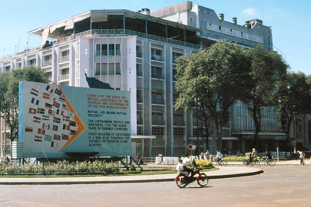 SAIGON 1965 - Thư viện Abraham Lincoln và rạp REX