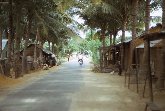 PHÚ YÊN 1970-71 - Returning from Med Cap