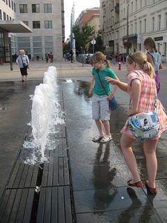 2014-03-budapest-055-szabadsag tér fountain