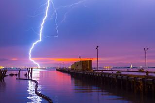 Lightning at Red Hook 雷電黃昏