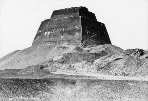 Pirámide_escalonada_de_Meidum