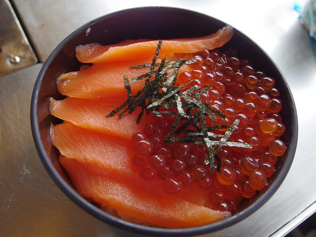 Rice bowl topped with salmon and salmon egg