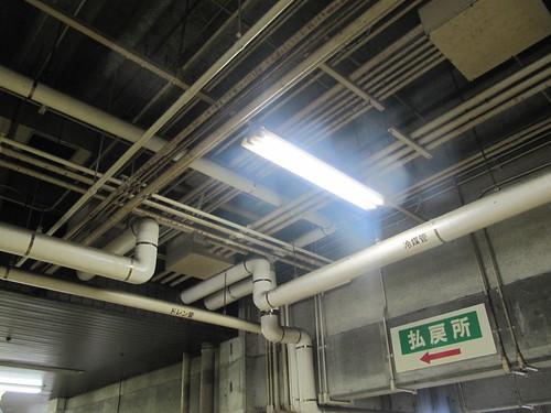 佐賀競馬場のスタンドの配管