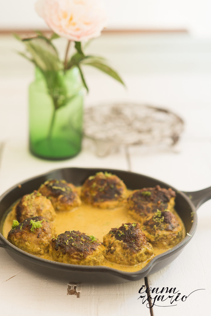 Albondigas en salsa de coco · meatball in coconut broth