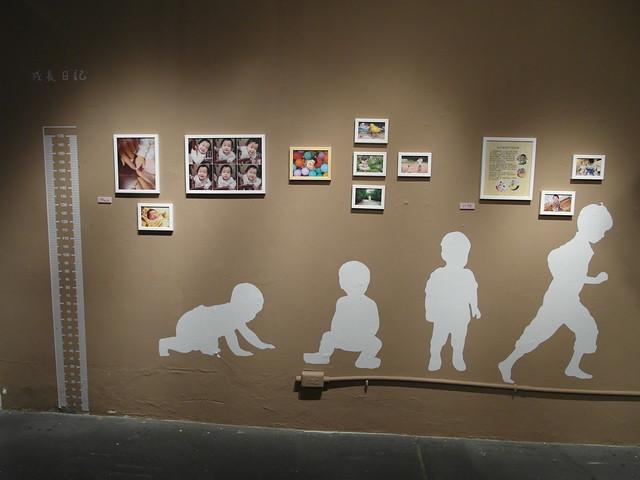 親子部落客們拍攝的照片搭配寶寶的成長史圖形@駁二幾分甜人生況味展