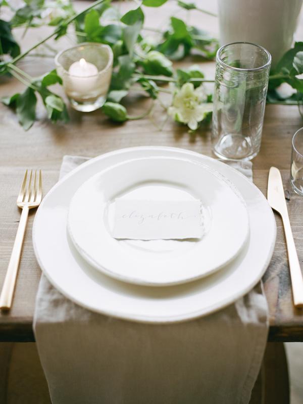 organic-table-setting-wedding