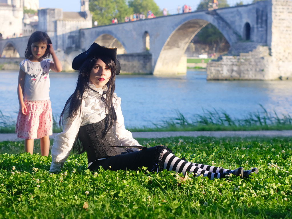 related image - Shooting She's a Pirate - Avignon - 2014-08-10- P1900997
