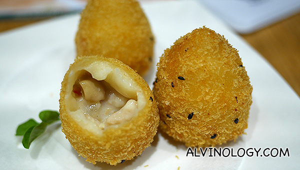 Fried potato flour with apple and diced chicken - S$5.00