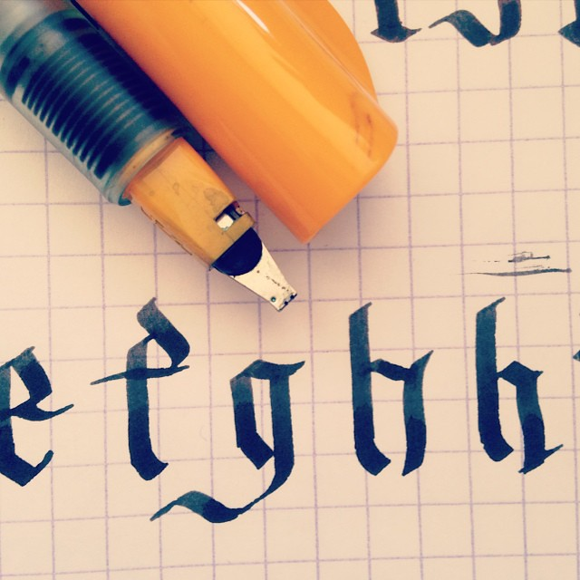Today I'm practicing blackletter though I kinda suck at it. Pilot Parallel 2.4mm and Aurora Black @jetpens