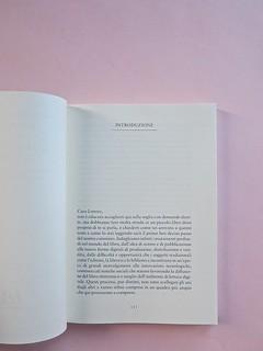 Come finisce il libro, di Alessandro Gazoia (Jumpinschark). minimum fax 2014. Progetto grafico di Riccardo Falcinelli. Introduzione: a pag. 5 (part.), 1