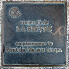 Photo of Pont de l'île aux Singes bronze plaque