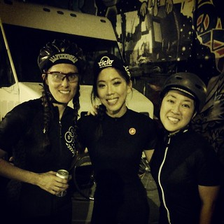 Girls of #mondaynightrehab (sans Joy) #allfixedgear #fixiegirls #fixiechics #fixedgear
