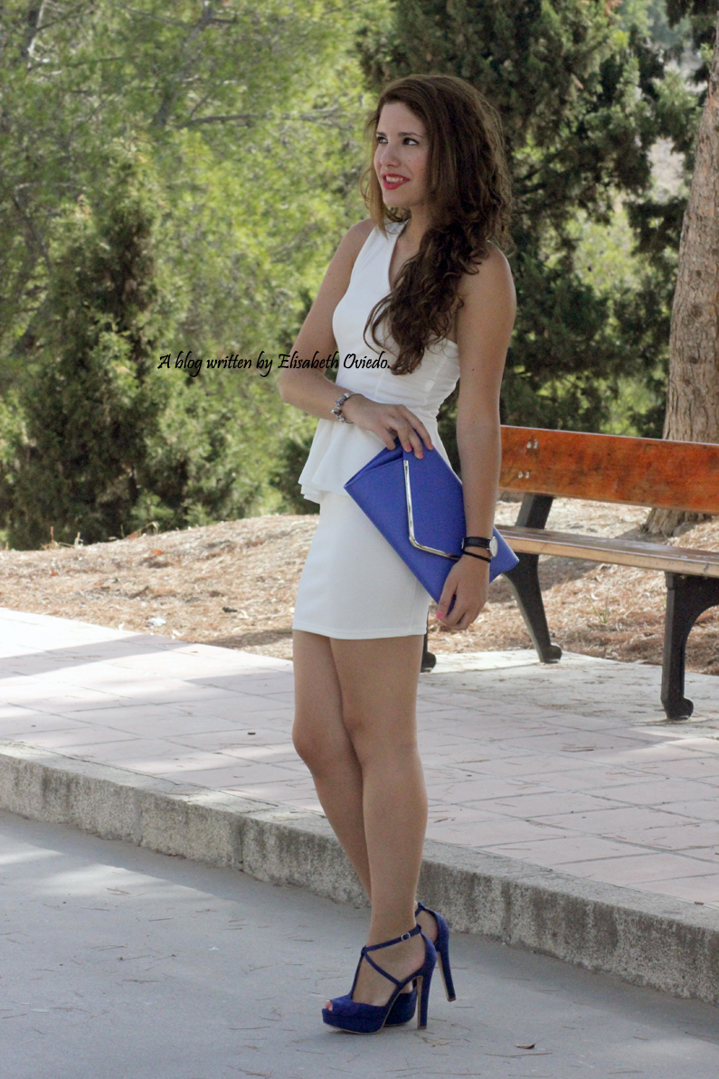 vestido-blanco-peplum-y-tacones-azules-marypaz-HEELSANDROSES-(7)