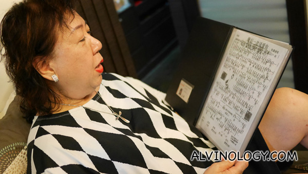 Sally can also read her musical scores clearly with the presbyopia contact lenses