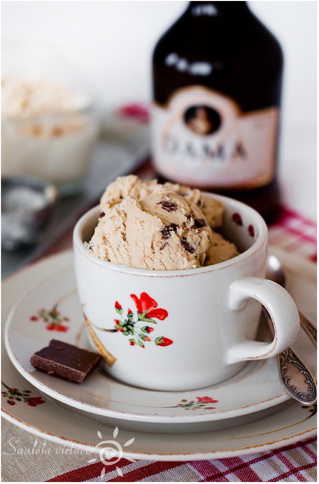 Kavos ledai su pieniško šokolado gabaliukais (2)