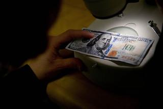 Inspecting $100 bill