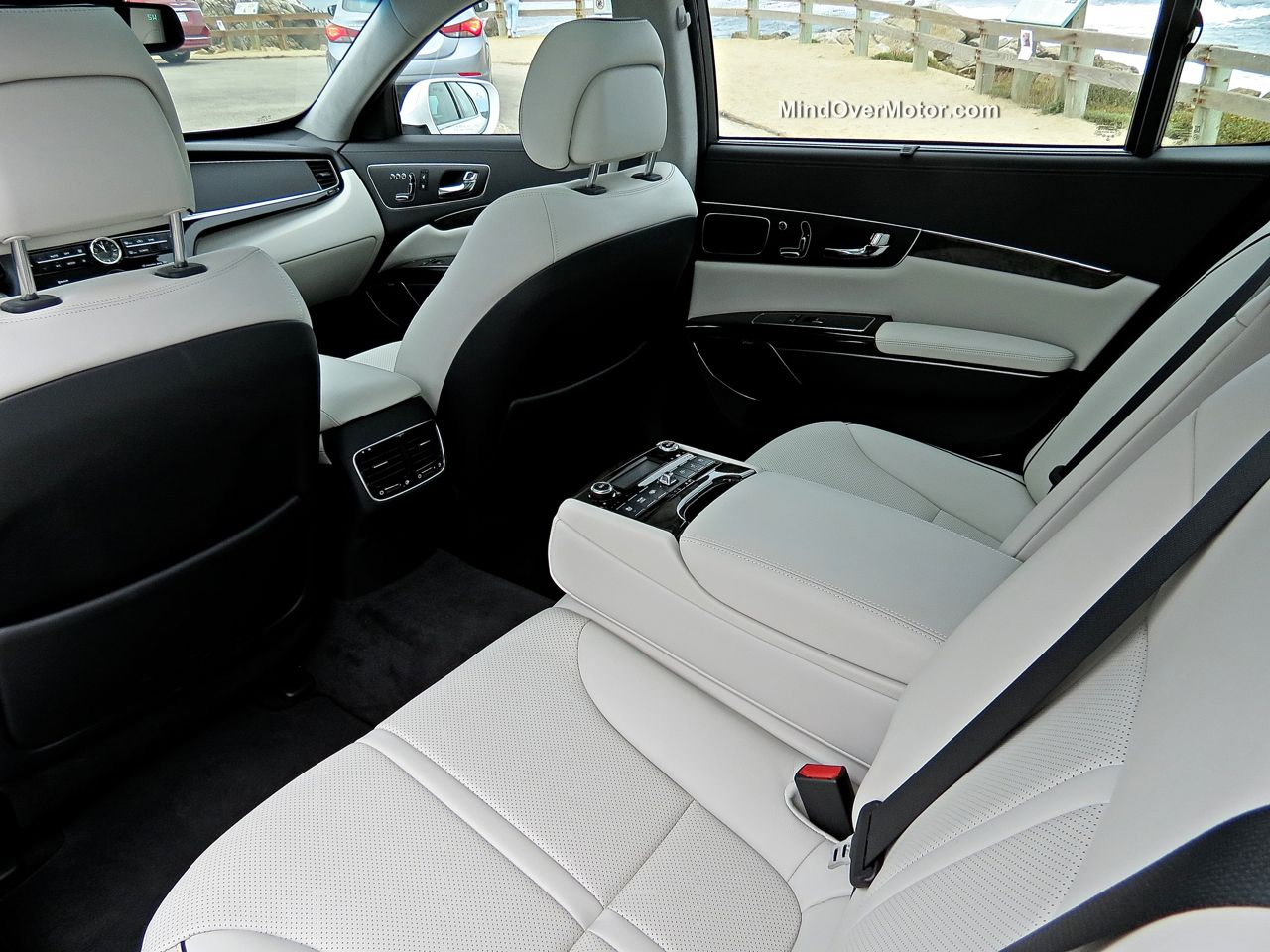 Kia K900 Rear Seat