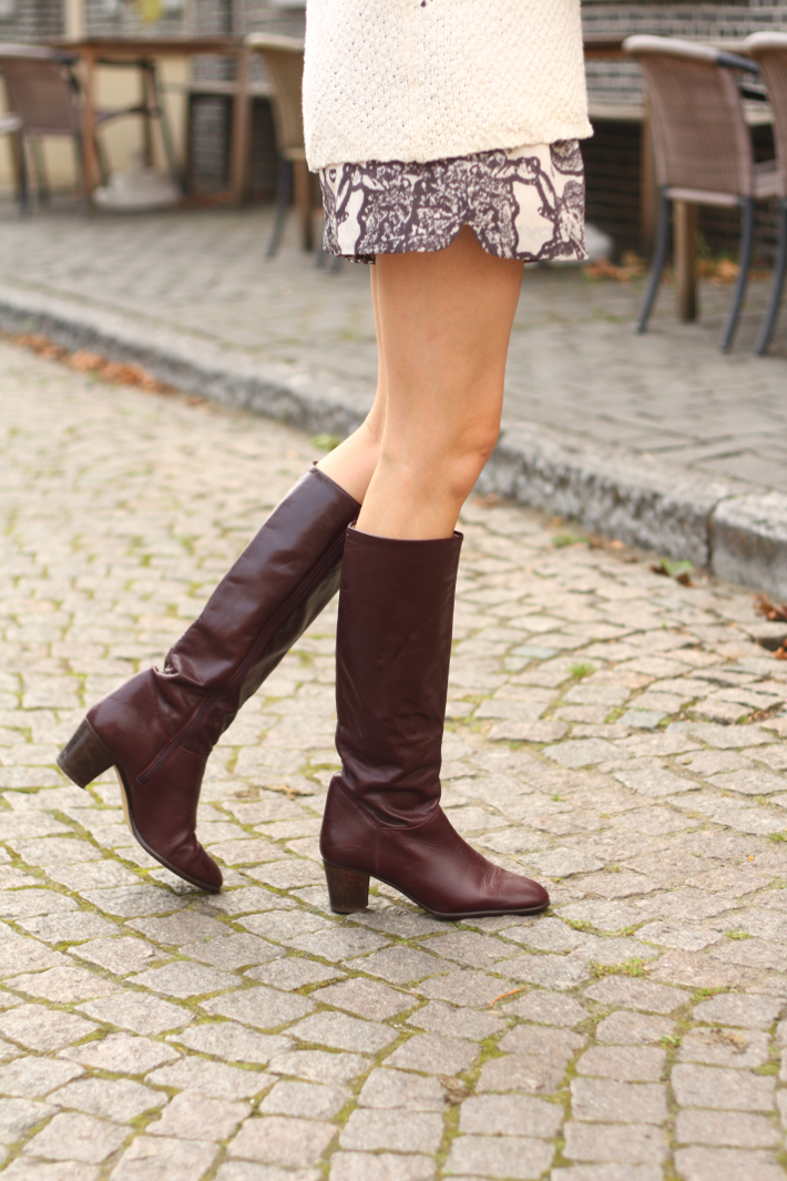 light fall outfit knee high vintage boots