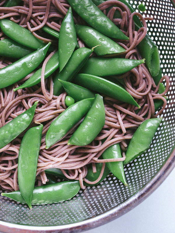 THE SIMPLE VEGANISTA: SUGAR SNAP PEA & SOBA NOODLE BOWL ...