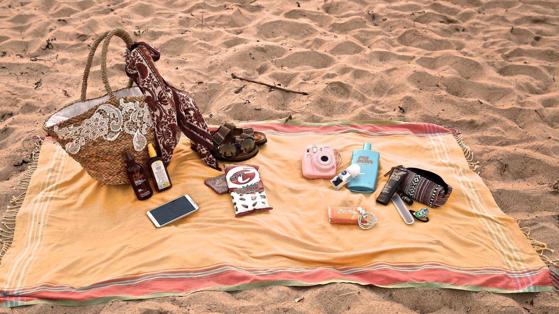 trendy_taste-look-outfit-street_style-boho-ootd-blog-blogger-fashion_spain-moda_españa-verano-crochet-vestido-bikini-hippie-dress-galicia-sunset-puesta_de_sol-piz_buin-3