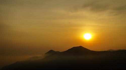 morning india mist fog sunrise landscape sony ngc tamilnadu ooty nilgiris nex mirrorless thenilgiris sonynex3n atthikkal