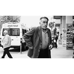 Looks like it has a story /  Bir hikayesi var gibi   #samsun #hikari.creative #lensculture #magnumphotos #tinycollective #ae_bnw #bnw_city #bnw_captures #monochrome #ae_bnw #insta_noir #rsa_bnw #streetphoto_bw #streetcandid #candidphotography #everybody_s