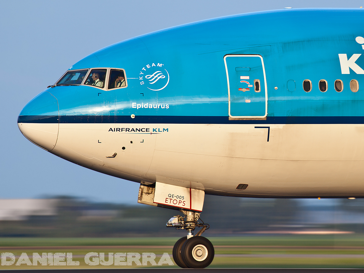 KLM Royal Dutch Airlines Boeing 777-206/ER (PH-BQE)