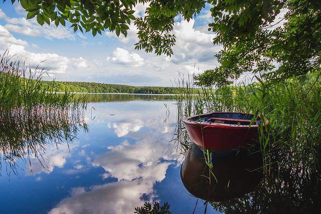 [078] Boat on a Lake