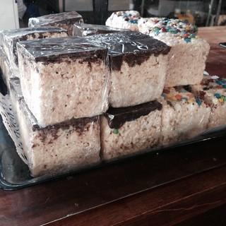 Ginormous Rice Krispy Treats!
