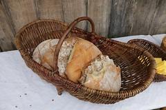 Feierliche Stunde mit Brot von dem Brotbäcker Christian Timm in Haithabu neben dem Bootsbauplatz - Museumsfreifläche Wikinger Museum Haithabu WHH 13-06-2014