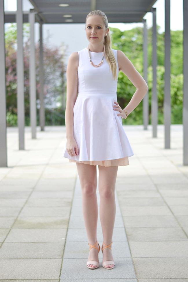 Outfit ein hübscher Rücken .. (2)