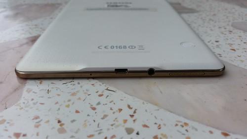 Samsung Galaxy Tab S 8.4 ด้านล่าง