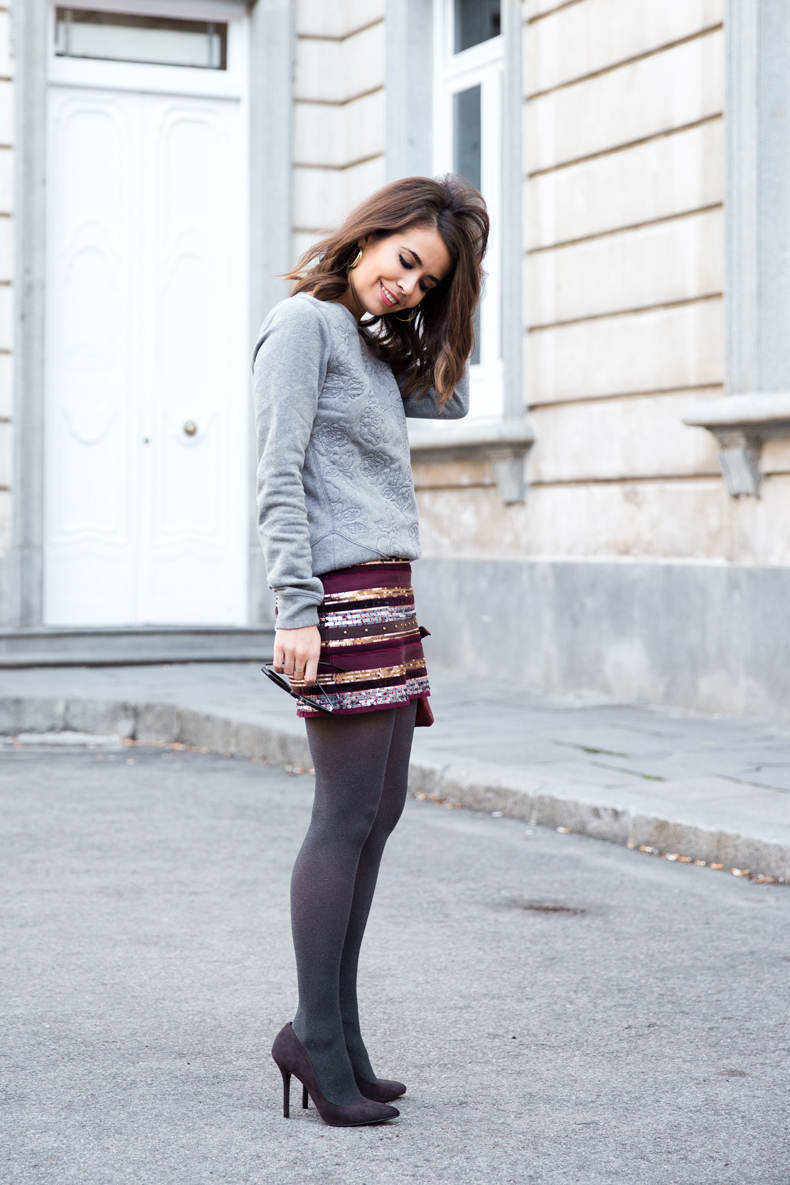 Abercrombie-Embroidered_Skirt-Sweatshirt_Grey-Outfit-Street_Style-Collagevintage-17