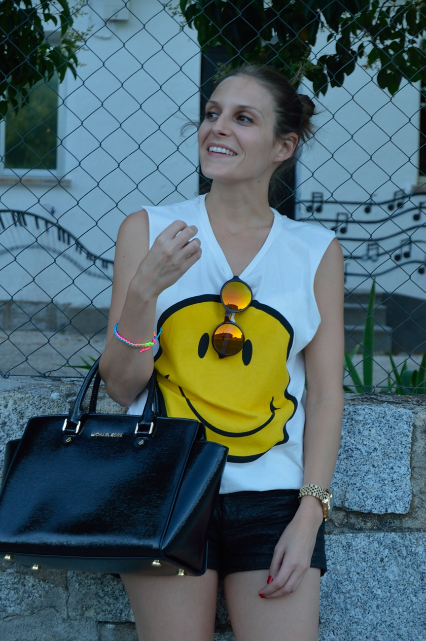 lara-vazquez-madlula-fshion-trends-happy-face