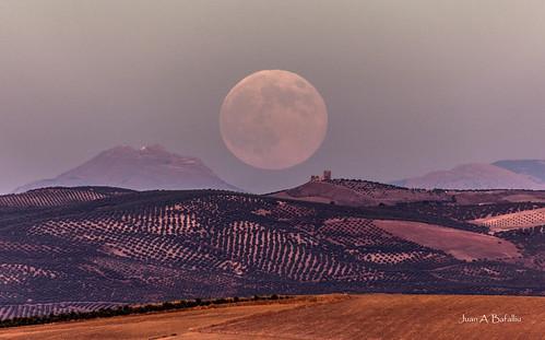 Súper Luna llena de Agosto y Castillo de Torreparedones
