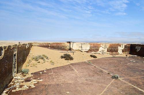 Kolmanskop ghost mining town - Pool