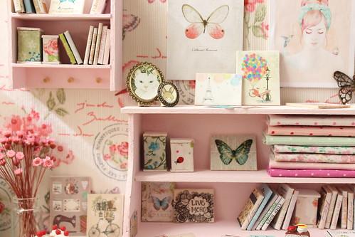 Butterfly desk