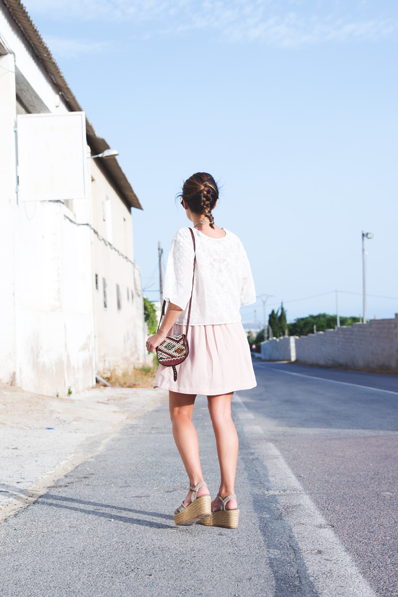 Light_Pink_Skirt-Lace_Top-Street_style-Outfit-17
