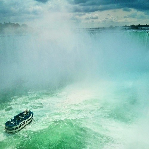 The old lady in Horseshoe Fall as seen from Canada. #maidofthemist #niagarafalls