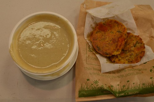 Kitchen Green: cauliflower and leek soup with gluten-free muffin toast