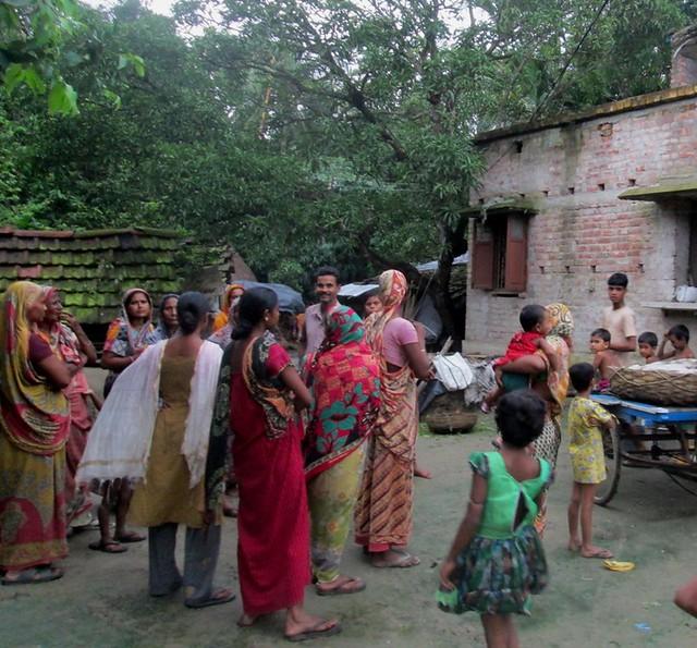 Korapara_Villagers_are_waiting_after_knows_Sakina_is_coming