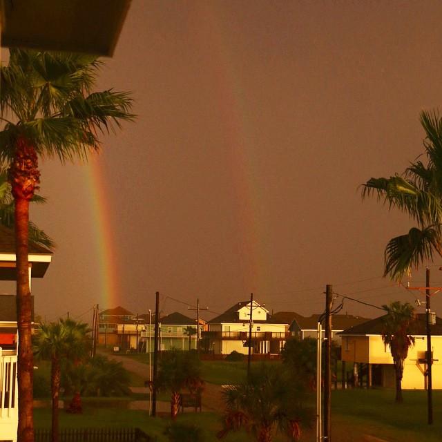 Sun finally made an appearance along with a double rainbow!!    ☔️ to