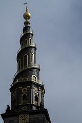 la tour en spirale de l'église Notre sauveur