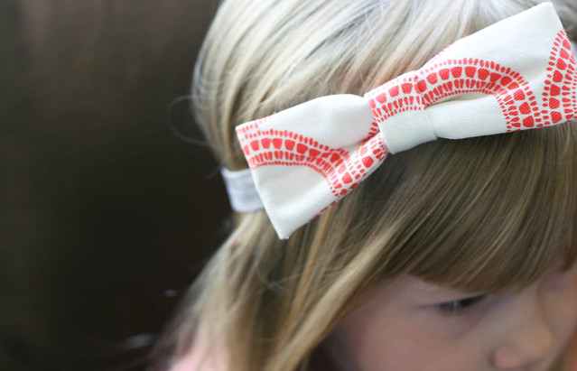 DIY no-sew scrap fabric bow | yourwishcake.com