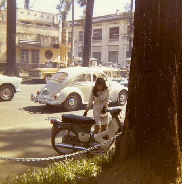 SAIGON 1970 by Michael Belis - Đường Duy Tân, phía xa là ngã ba Duy Tân-Nguyễn Văn Chiêm