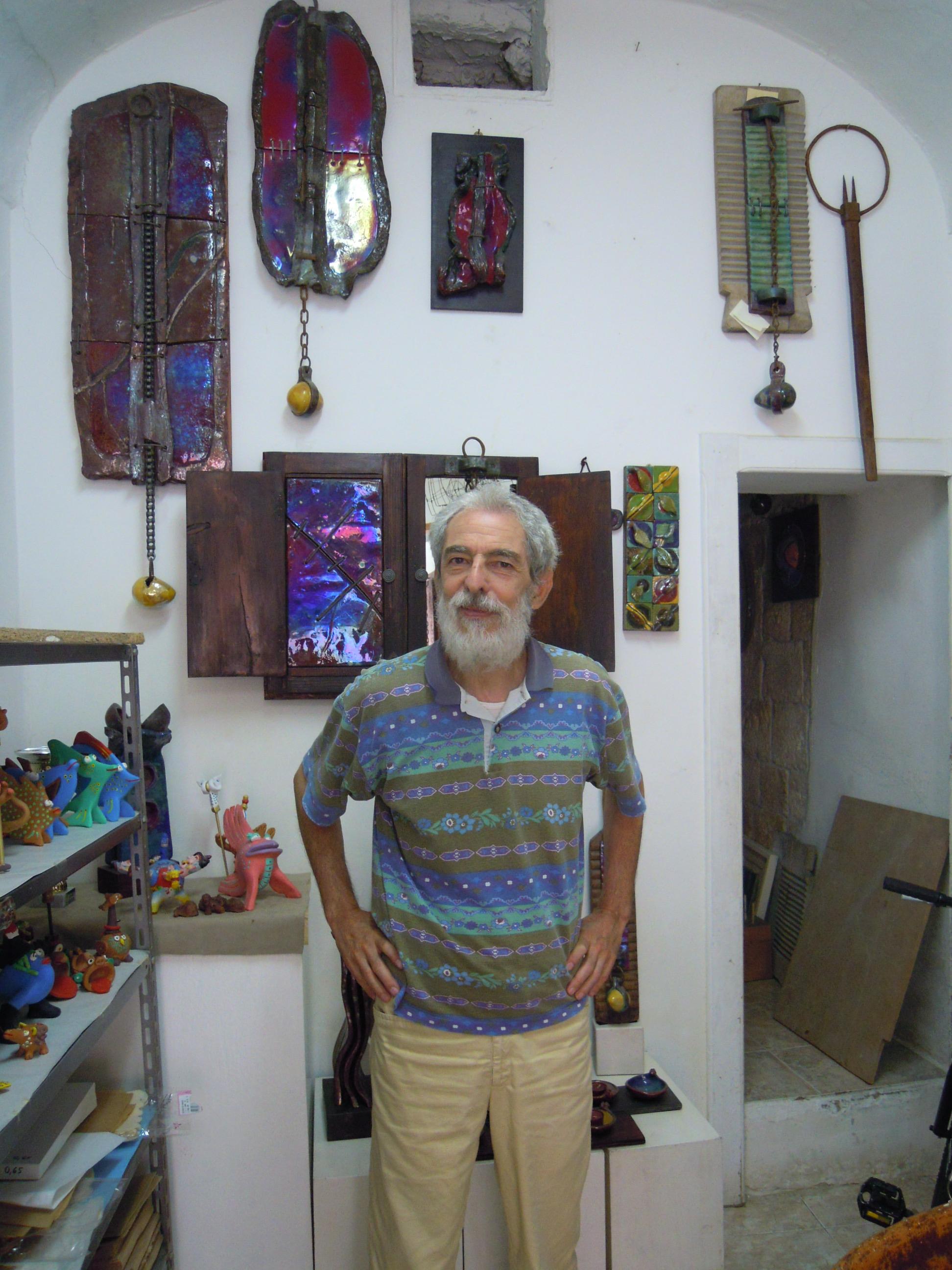Pippo Moresca nel suo Laboratorio