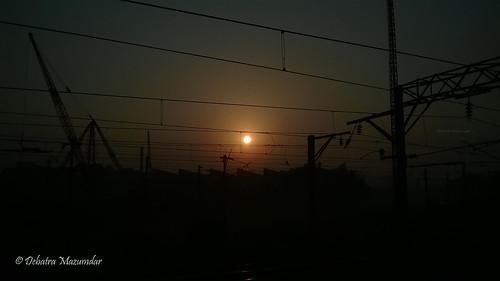 railroad sunset sky sun india train ir er rail express railways kolkata bengal calcutta catenary westbengal howrah indianrailways ohe easternindia 13072 hwh easternrailway jamalpurhowrah howrahterminus catenarypost howrahdivision