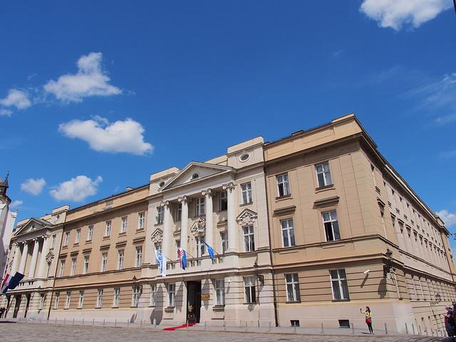 聖馬可教堂旁邊的國會大廈