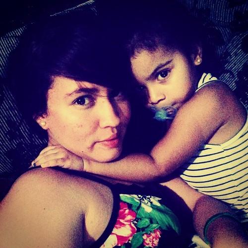 Assistindo com minha gatinha,tão linda agarradinha comigo , amo tanto . #DeAgora ##Princesa #MariahKemelly