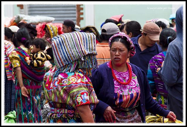 Mercado de frutas en Zunil